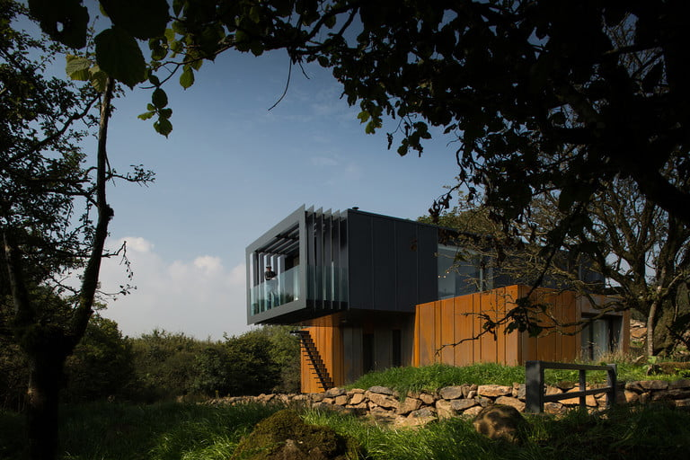 northern-irelands-first-shipping-container-home-1-768x768